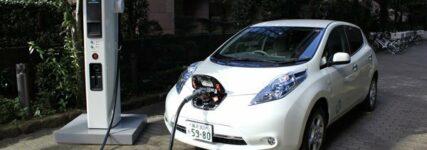 Nissan stiftet 400 Schnellladestationen für Elektrofahrzeuge