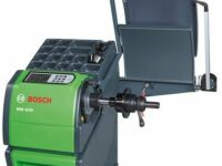 Radwuchtmaschine von Bosch mit LCD in Farbe und Start-Stopp-Automatik