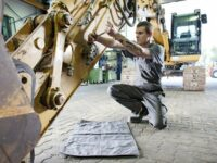 Sauber: Ölwanne im Tuchformat von Mewa