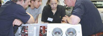 Azubi-Traingscamps von ATR über Elektrik und Elektronik