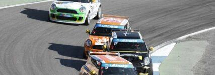 Mini-Trophy fährt auch 2013 im Rahmen des ADAC GT Masters