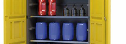 Umweltschrank 'PolyStore' von Denios zur Lagerung gefährlicher Flüssigkeiten