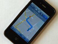 Urteil: Smartphone in der Hand als Navi während der Fahrt nicht erlaubt