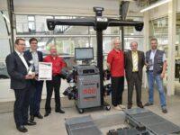 Autohaus Ostermaier erhält Achsmessgerät von Hunter mit 'QuickGrip'-Adaptoren