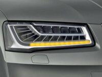 LED-Blinklicht im neuen Audi A 8 leuchtet sequenziell in Abbiegerichtung auf