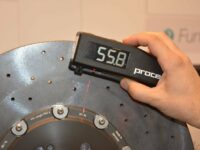 Proceq präsentiert beim Autosalon Genf neues Prüfgerät 'Carboteq'