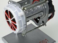Weniger Gewicht und Bauraum: TRW entwickelt neuen Gurtaufroller