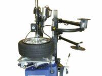 Vollautomatische Reifenmontiermaschine von Longus mit Montagefinger