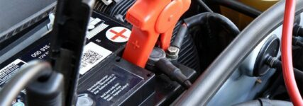 Autobatterien im Fokus: GTÜ testete zehn Akkus