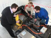 ZF Services: Neues Hochvolt-Schulungsmodul