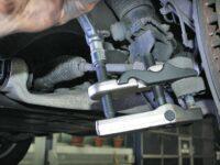Kugelgelenke sicher ausdrücken mit Abzieher von KS Tools