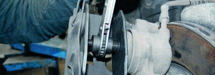 KS Tools nimmt umschaltbarem Ratschen-Bremskolben-Rücksteller ins Portfolio