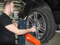 Cartec: Hebemaschine für rückenschonenden Radwechsel