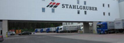 Automatisiert und effizient: Stahlgruber erweitert sein Logistikzentrum