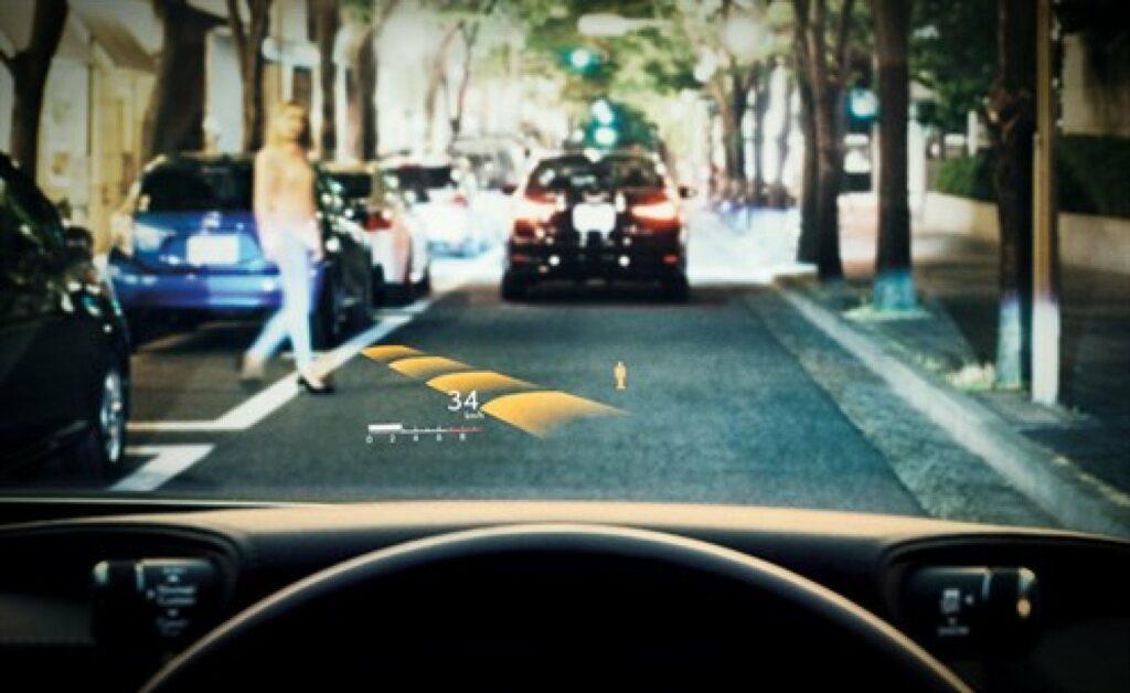 HUD von Denso im neuen Lexus