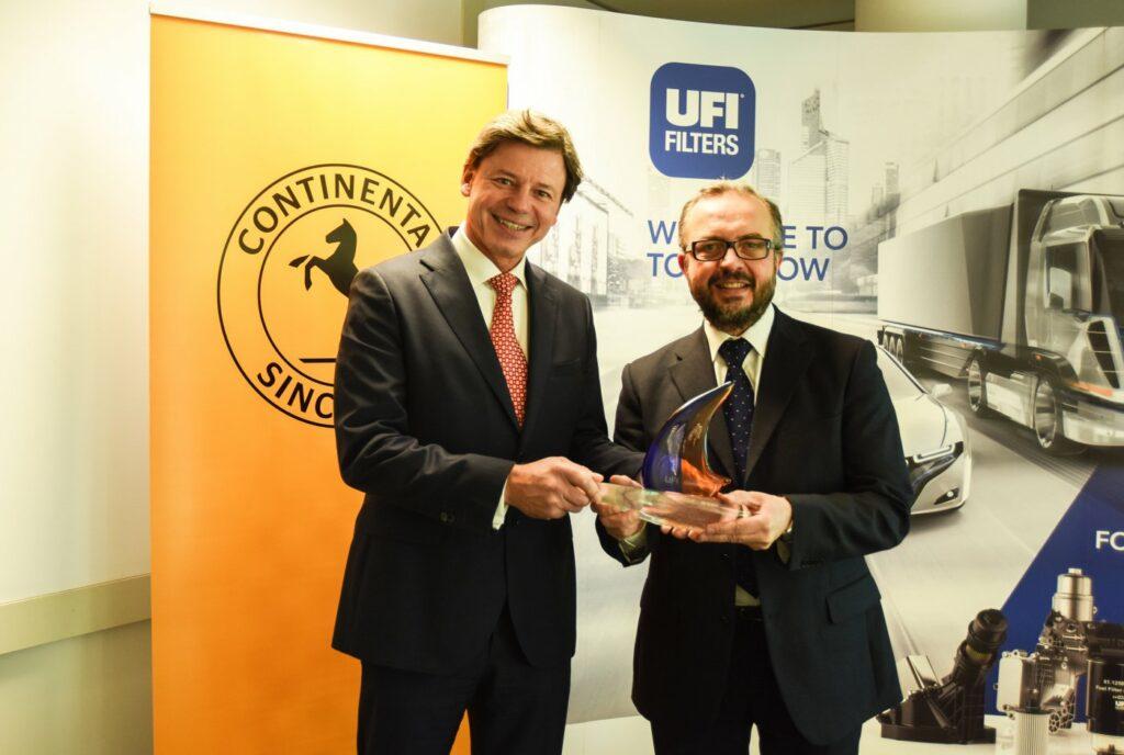 Peter Wagner (l.), Leiter des Geschäftsbereichs Independent Aftermarket bei Continental, und Rinaldo Facchini, CEO von UFI Filters, haben eine Kooperation vereinbart.