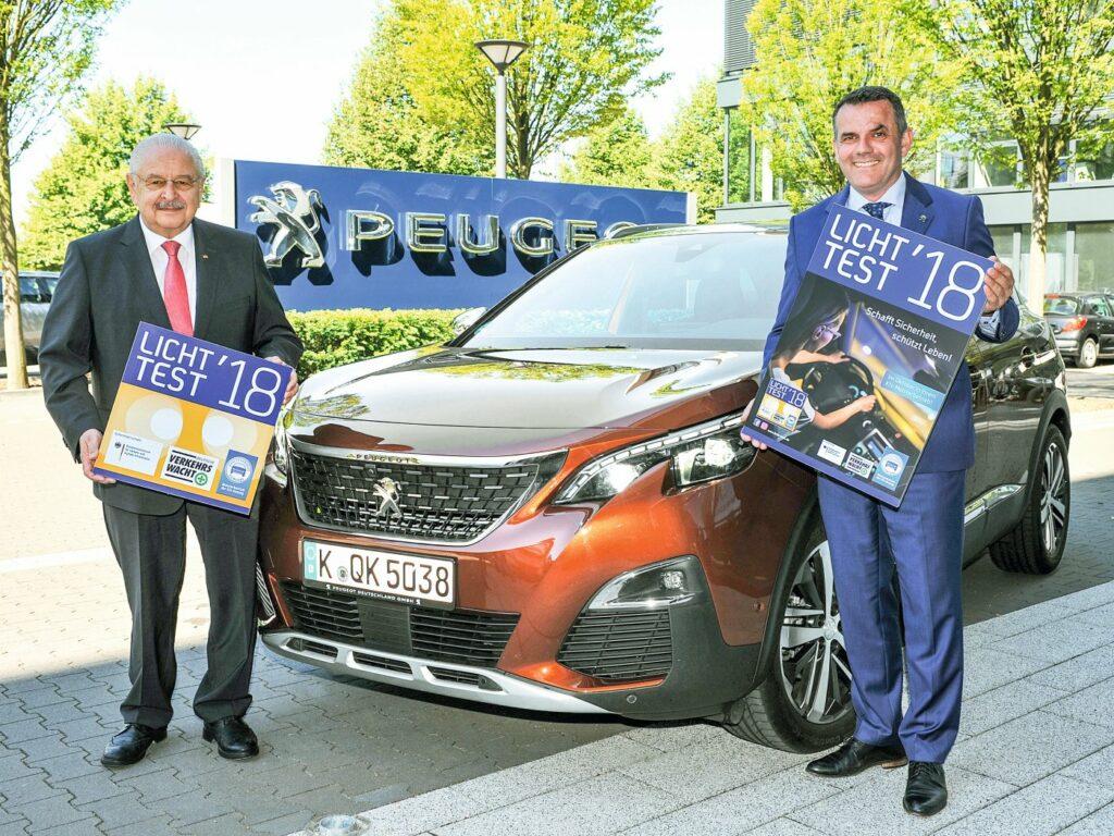 ZDK-Präsident Jürgen Karpinski (links) und Steffen Raschig, Geschäftsführer Peugeot Deutschland.