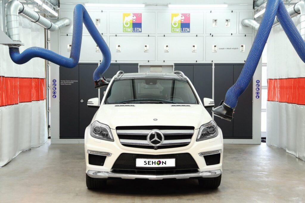 Mercedes Benz in Karosseriearbeitsplatz
