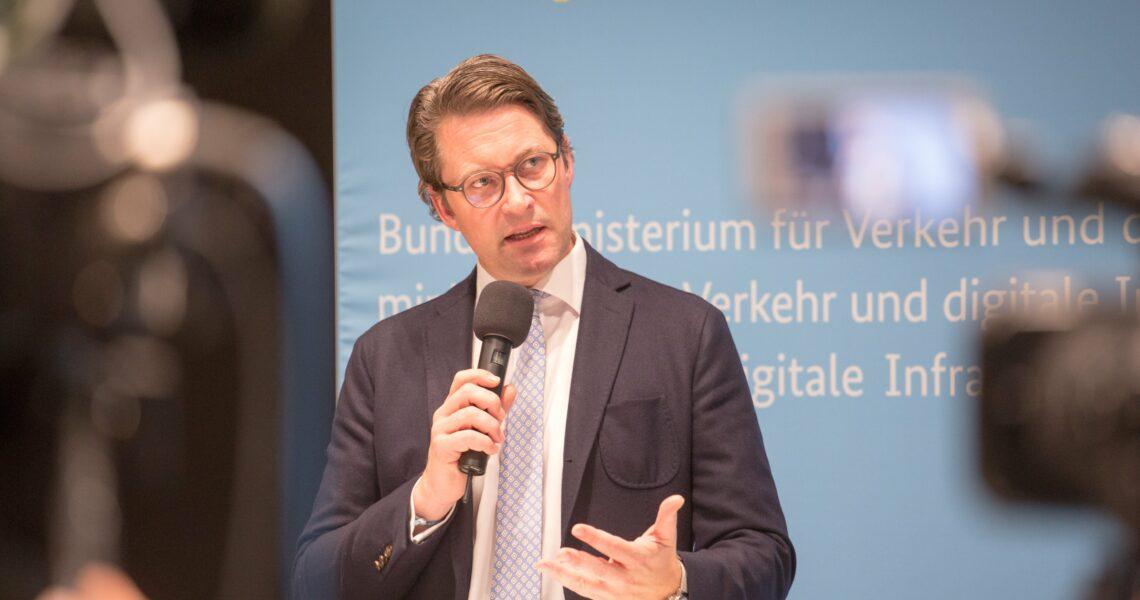 Pressebegegnung von Bundesminister Andreas Scheuer nach Verhandlung mit Vertretern der deutschen Autohersteller Quelle: BMVI