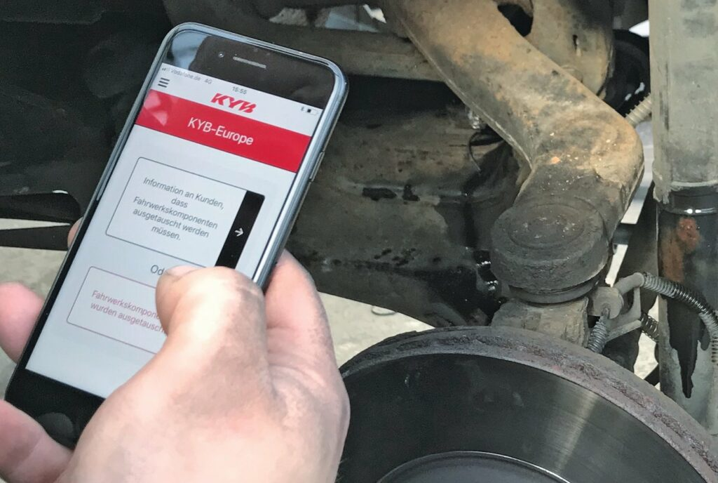Einsatz der App von KYB im Werkstattalltag