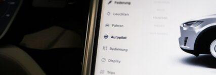 """Werbung mit """"Autopilot"""" und """"autonomem Fahren"""" sei irreführend"""