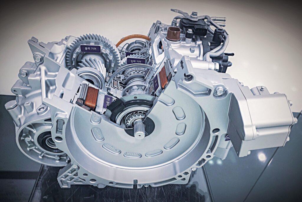 Getriebe mit aktiver Getriebesteuerung für Hybridfahrzeuge