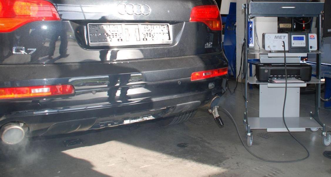 Endrohrmessung an einem Audi Q7