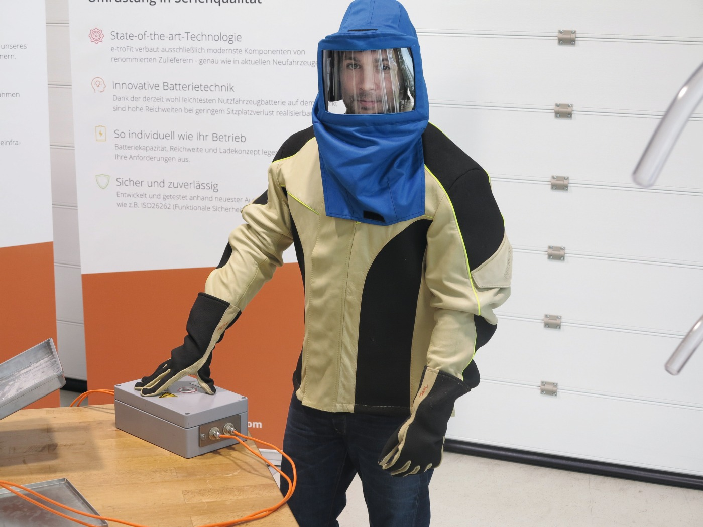 Schutzkleidung für Arbeiten am HV-System