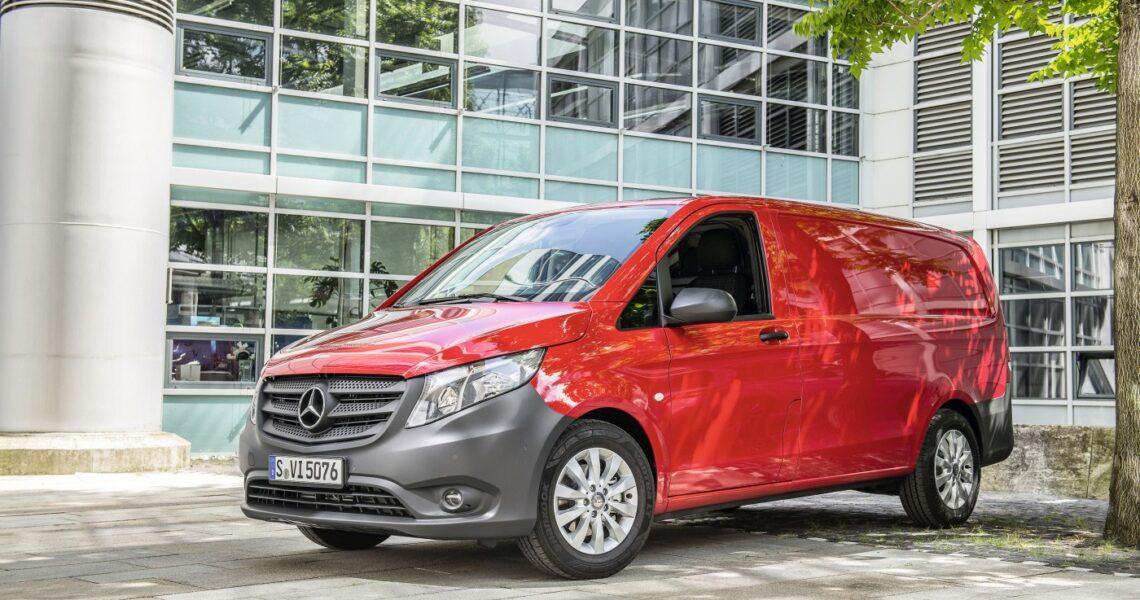 Roter Mercedes-Benz Vito