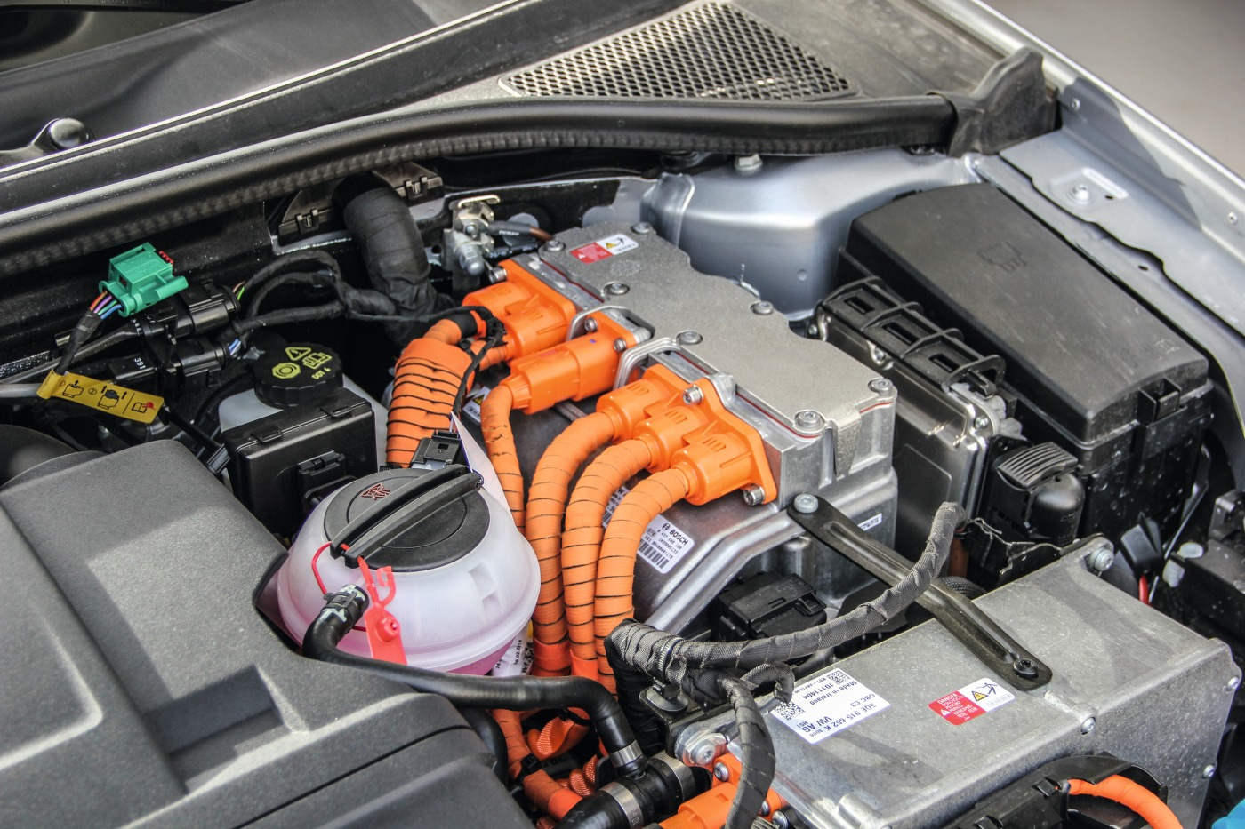 Hochvoltsystem eines Elektroautos im Motorraum