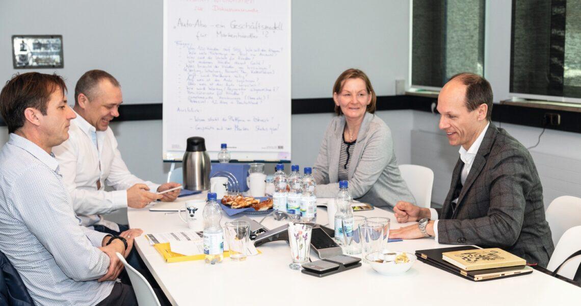 Torsten Schmidt (Chefredakteur KRAFTHAND) und Kerstin Thiele (Redakteurin KRAFTHAND) sprechen mit Christian Sardelic und Mathias R. Albert